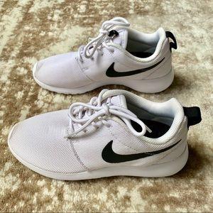 Nike Roshe Runs Sneakers - White